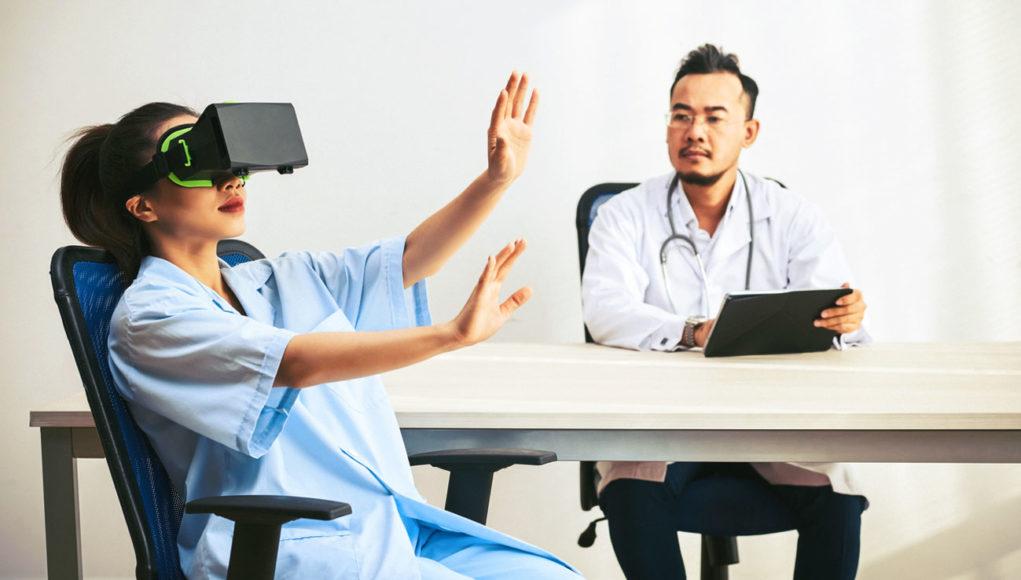 En salud y TIC, entre las tendencias que HIMSS prevé para el resto del año están la optimización del ECE, adopción de IA y machine learning, VR y wearables.
