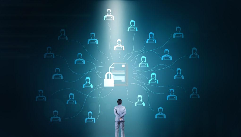 La blockchain en las universidades ofrece una trazabilidad e inmutabilidad que facilitan el seguimiento académico y la realización de investigaciones.