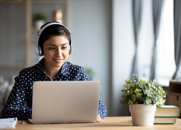 Elegir buenos audífonos para las clases virtuales